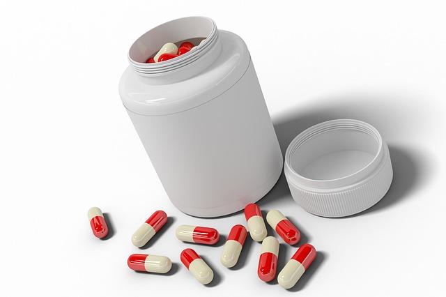 Skutki przyjmowania izotretynoiny w tabletkach są rozległe.