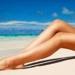 nogi na plaży